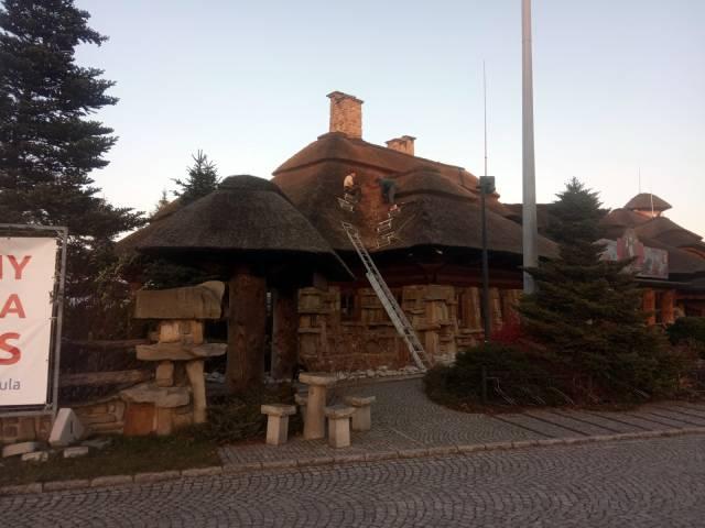 Dachy z trzciny naprawa dachów
