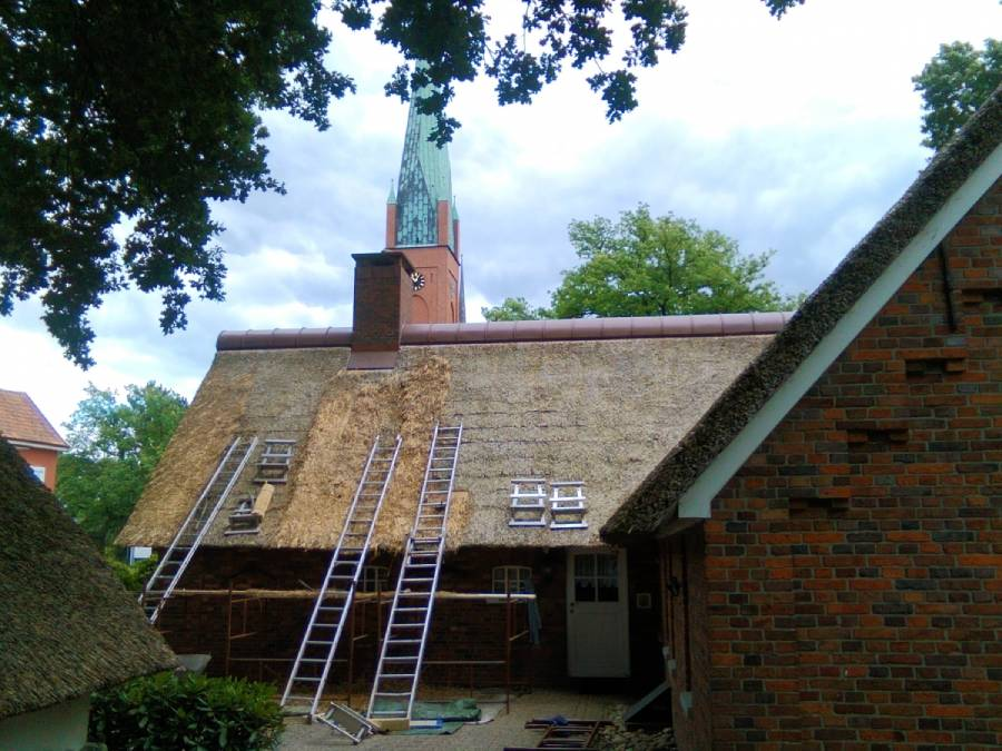 Dachy z trzciny renowacja dachów