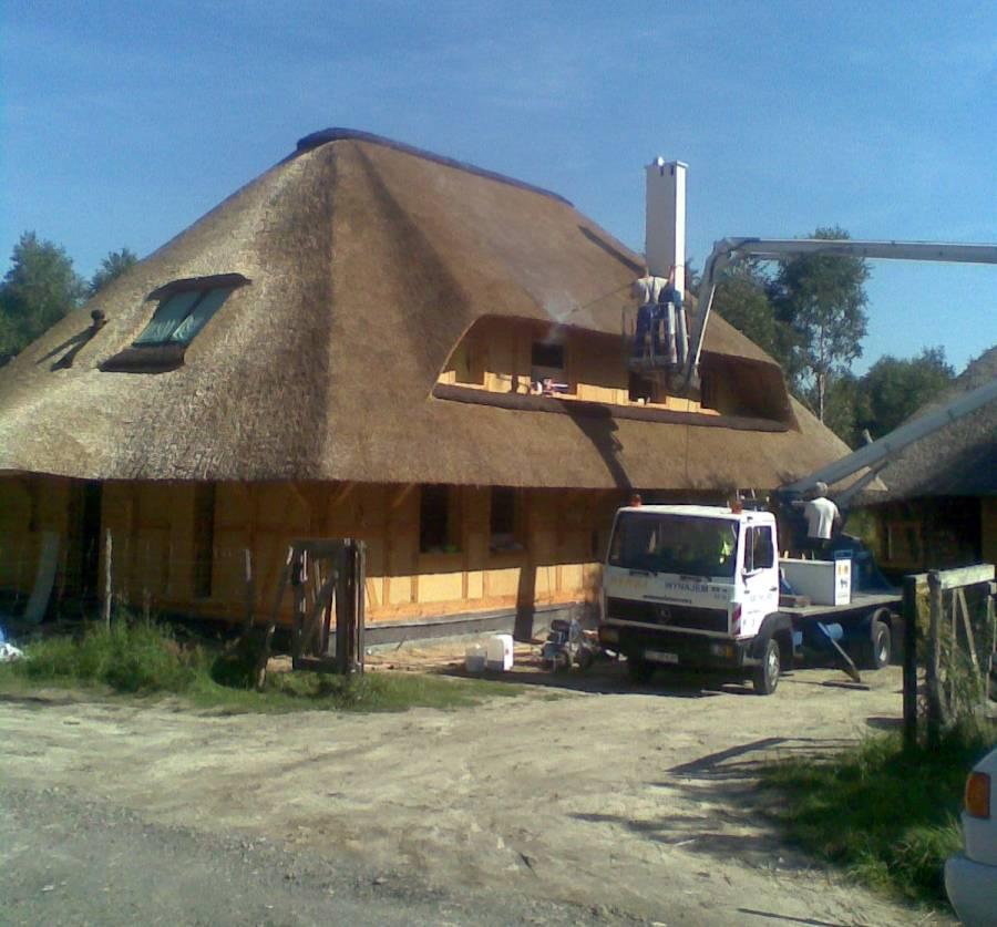 Dachy z trzciny zabezpiecznie przed ogniem